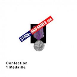 Montage de médaille - 1 médaille ordonnance cousue sur drap noir