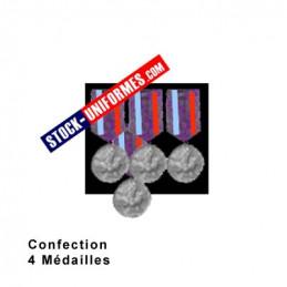 Montage de 4 Médailles ordonnance cousues sur drap noir