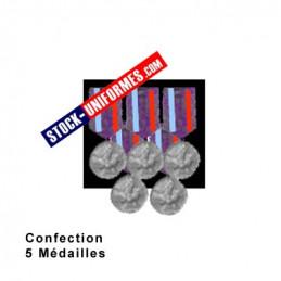 Montage de 5 Médailles ordonnance cousues sur drap noir