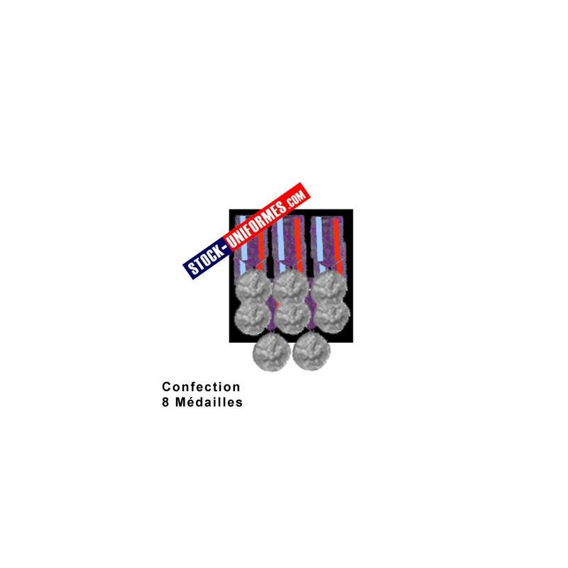 Montage 8 Médailles ordonnance cousues sur drap noir