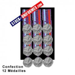 Montage 12 Médailles ordonnance cousues sur drap noir